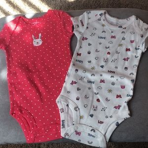 New set of 2 Carters onesies 0-3 month